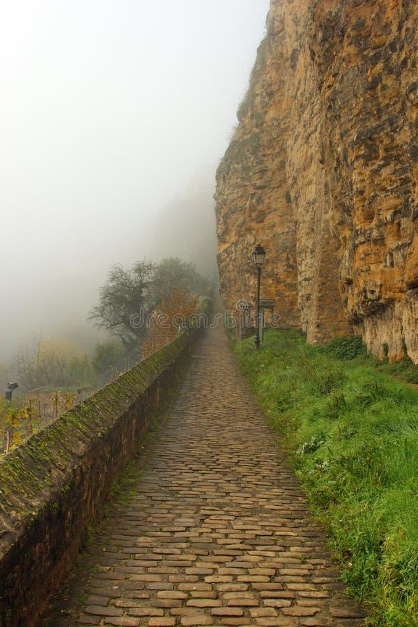 Viejos fortalecimientos de Luxemburgo en la niebla fotos de archivo libres de regalías