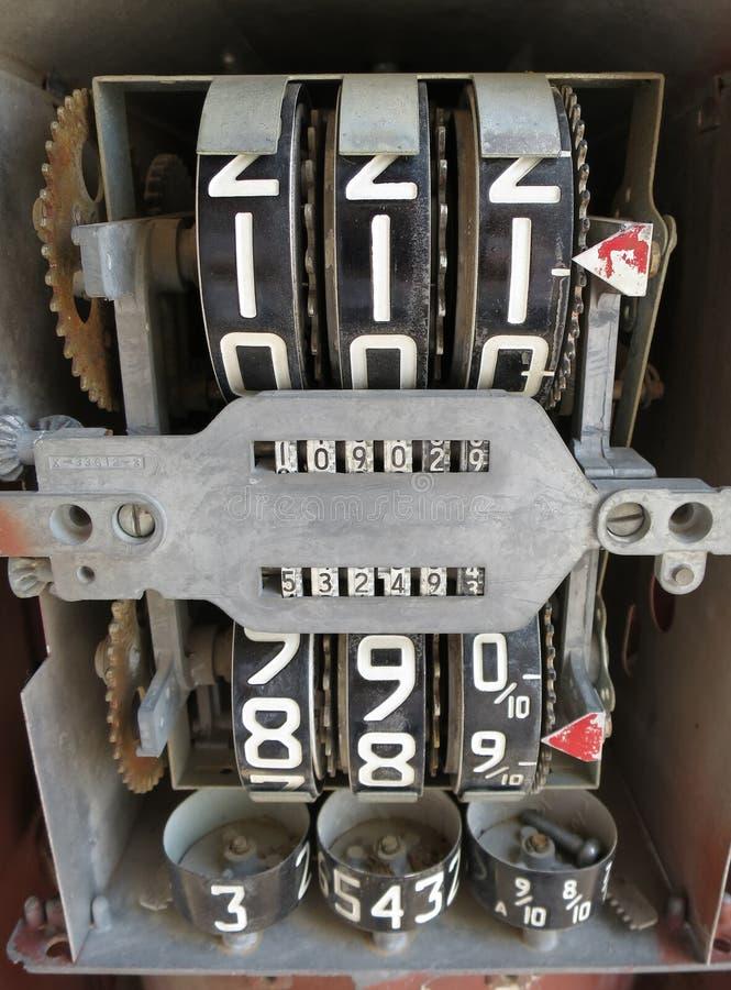Viejos interiores de la bomba de gas foto de archivo