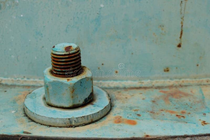 Viejos nuez y perno grandes oxidados del tornillo de metal fotos de archivo
