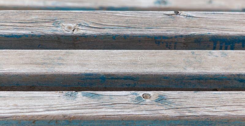Viejos tableros de madera en un banco como fondo imágenes de archivo libres de regalías