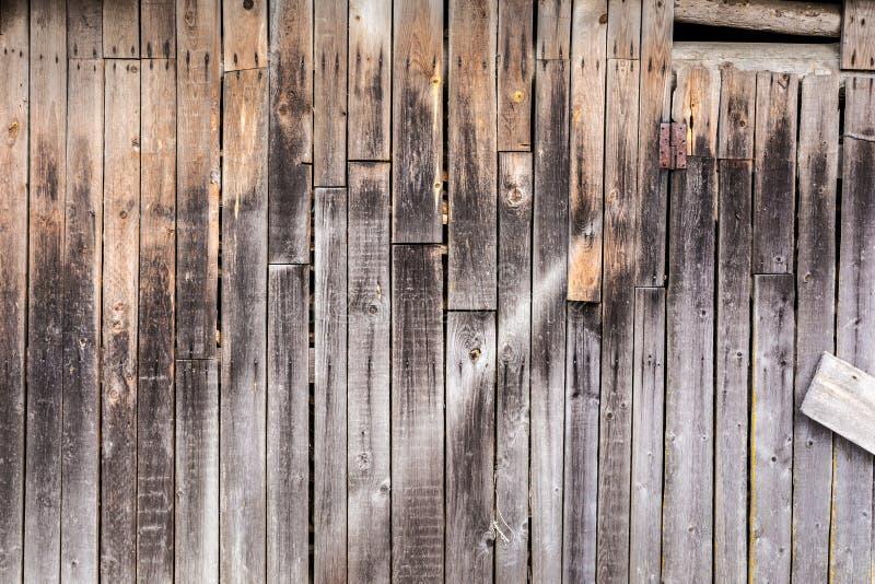Viejos tableros resistidos verticales, textura de los paneles de madera antiguos oscuros, fondo de la abstracción de la decoració fotos de archivo
