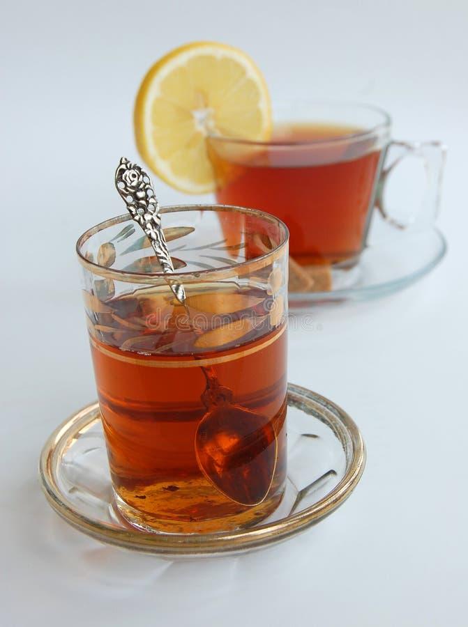 Viejos y nuevos estilos de las tazas de té de cristal imagen de archivo