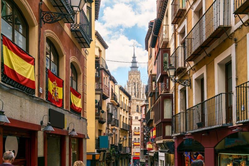 Viel alte Stadt Toledo der touristischen Besichtigung in Kastilien-La Manc lizenzfreies stockbild