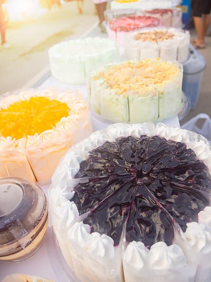 Viel Art des Kuchens im Shop stockbild