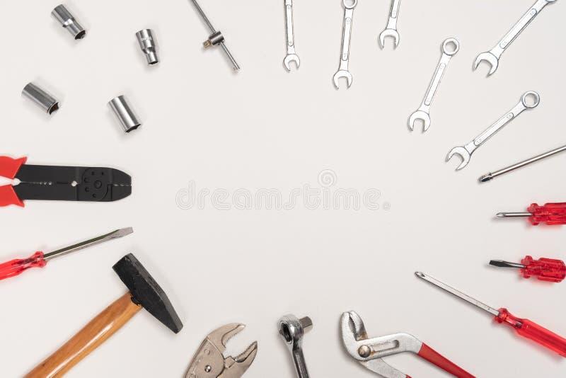 Viel Mechanikerwerkzeugsatz Arbeit zu den Arbeitsgeräten lizenzfreie stockfotografie