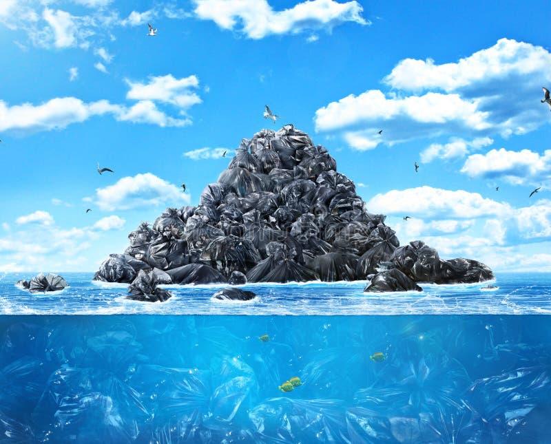 Viele Abfalltaschen im Meer stockfotografie