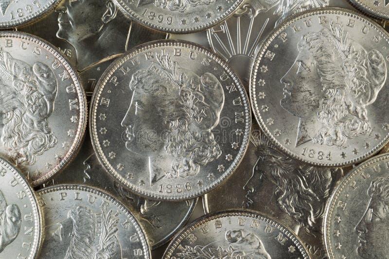 Viele amerikanischen silbernen Dollar lizenzfreie stockfotos
