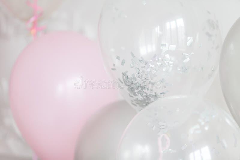 Viele Ballone gefüllt mit Helium Dekoration f?r den Feiertag Selektiver Fokus Abschluss oben lizenzfreies stockfoto