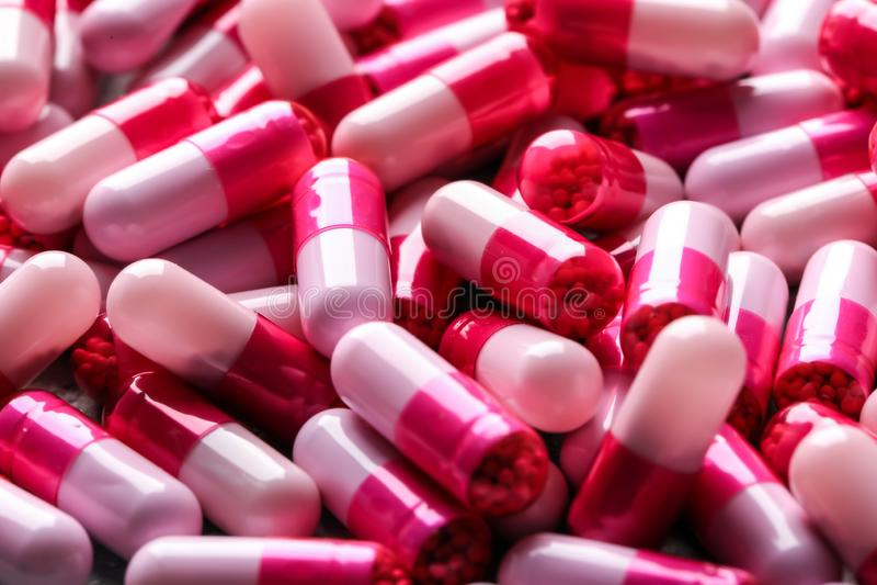 Viele bunten Pillen, Nahaufnahme lizenzfreie stockbilder