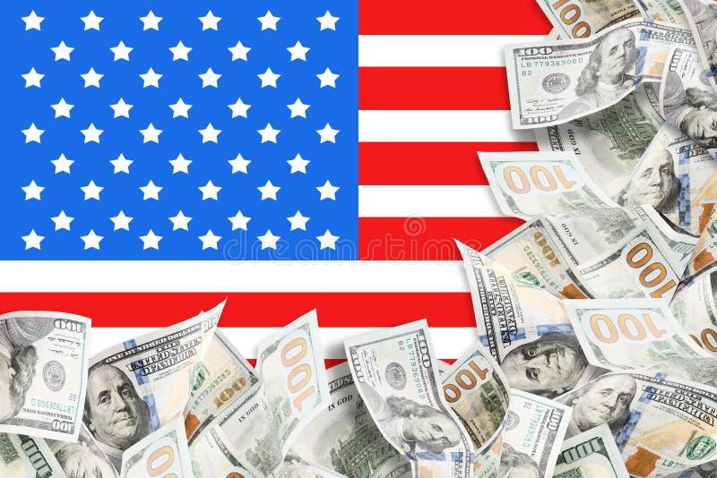 Viele Dollar und Hintergrund der amerikanischen Flagge lizenzfreies stockfoto