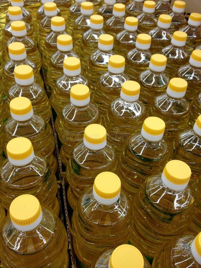 Viele Flaschen Öl lizenzfreie stockfotos