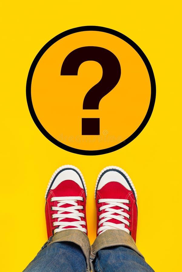 So viele Fragen über jungen Person Path lizenzfreie stockfotos