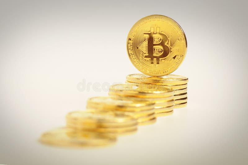 Viele Gold-bitcoins, Konzept, Geld stockfoto