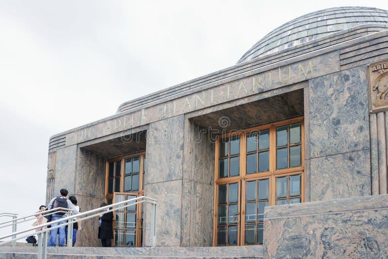 Viele Kind-visitng das Adler-Planetarium stockfotos