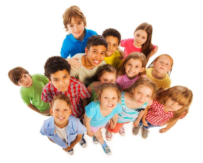 Viele Kinderansicht vom oben genannten Lächeln und glückliches lizenzfreie stockfotos