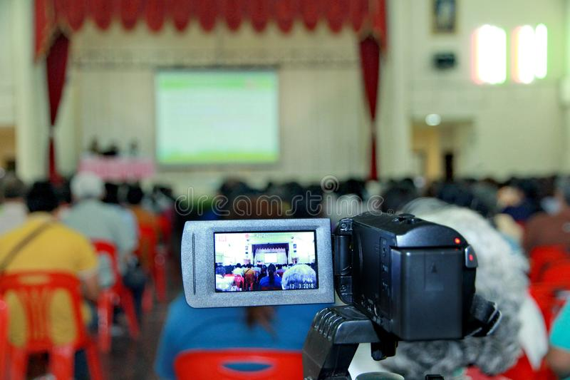 Viele Leute, die Teilnahme und Teilnahme an den Sitzungen treffen stockbilder