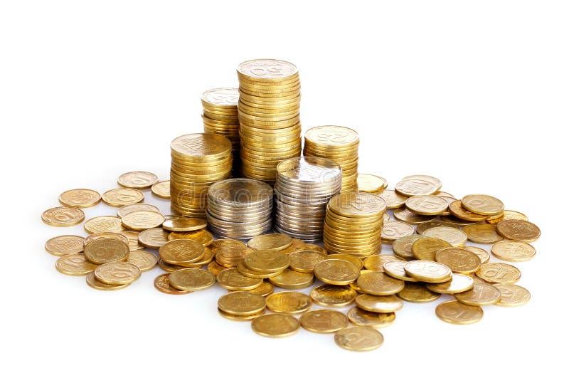 Viele Münzen in den Spalten getrennt. Ukrainische Münzen stockbild
