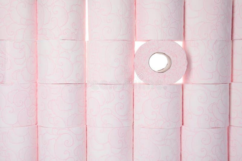 Viele Rollen des Toilettenpapiers als Hintergrund lizenzfreies stockbild