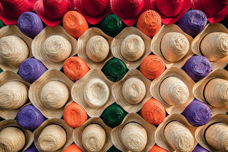 Viele Sommerhüte lizenzfreie stockfotos