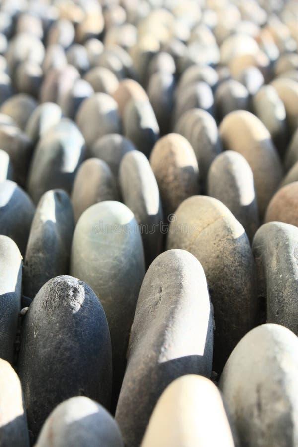 Viele Steine in einer Richtung lizenzfreie stockfotos
