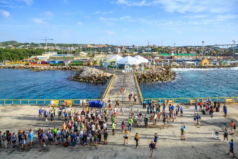 Viele Touristen auf Pier stockbilder