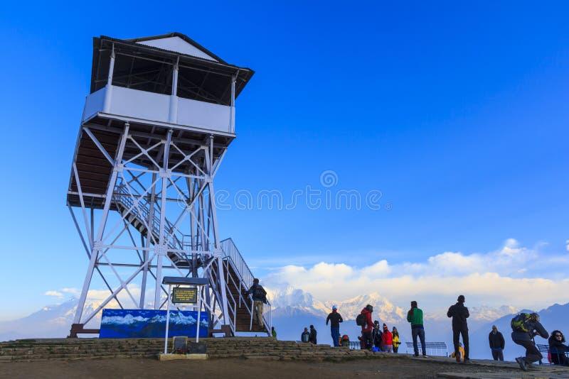 Viele Touristen kamen, Sonnenaufgangpanoramaansicht bei Poonhill, fam zu sehen stockfotografie