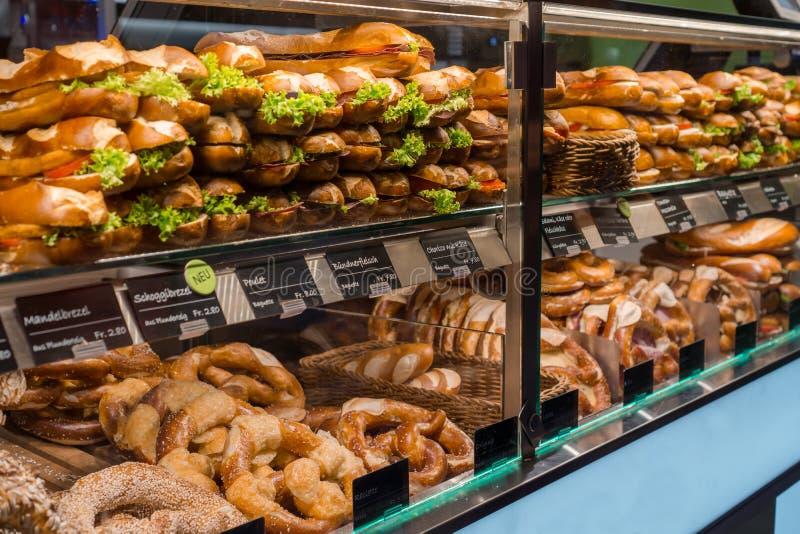 Viele typischen Schweizer Nahrungsmittel stockfotos