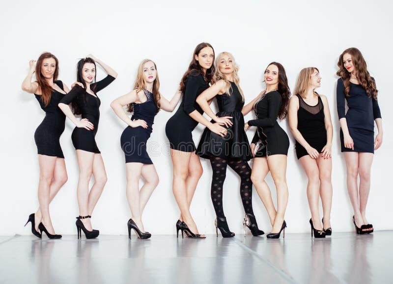 Viele verschiedenen Frauen in der Linie, tragende fantastische kleine Schwarzen, lizenzfreie stockbilder