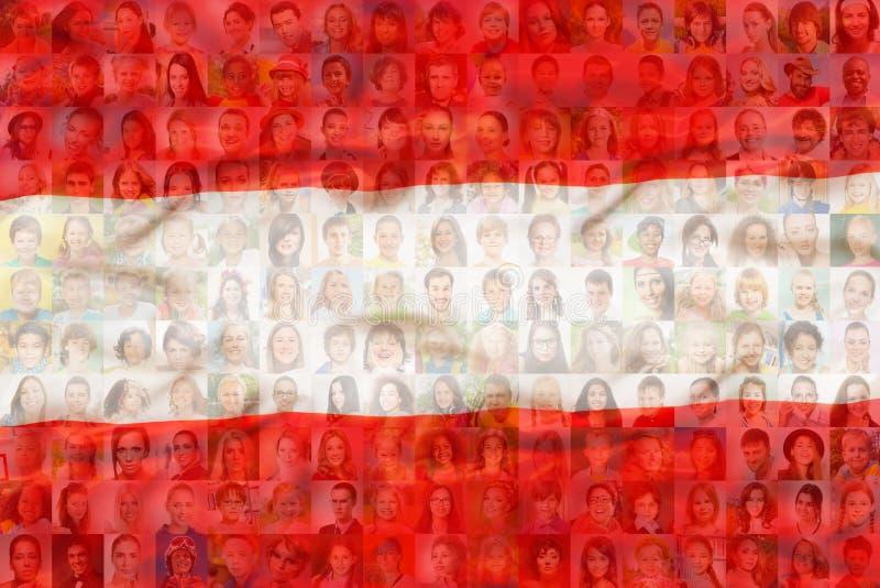 Viele verschiedenen Gesichter auf Österreich-Staatsflagge lizenzfreie stockfotos