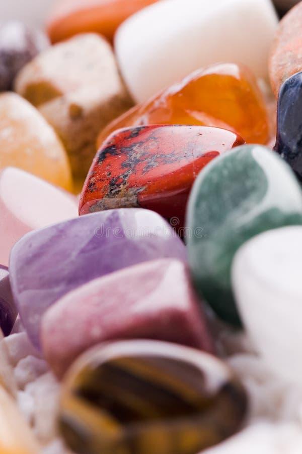 Viele verschiedenen natürlichen Steine stockbild