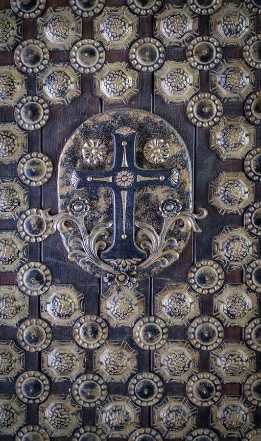 Vielle porte menant à la texture du monastère 1 photos stock