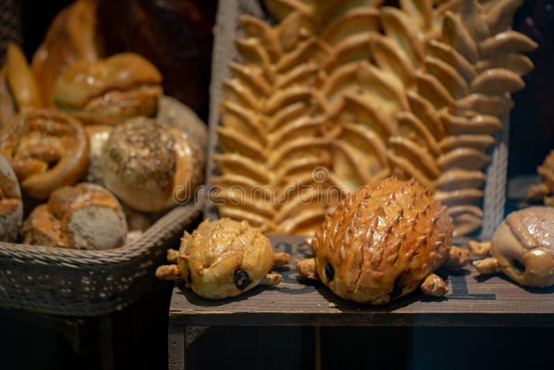 Vielzahl des frischen Brotes in einem Supermarkt lizenzfreie stockfotos