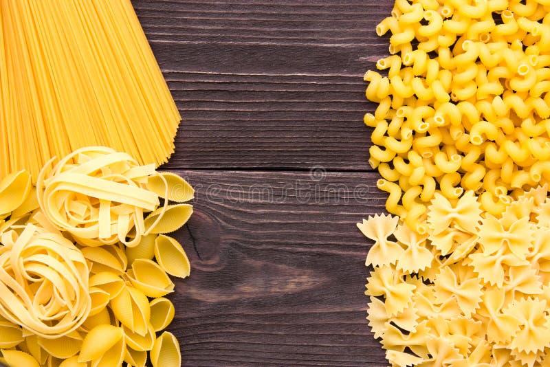Vielzahl von Arten und Formen des trockenen Makkaronis Rohes Lebensmittel oder Beschaffenheit des italienischen Makkaronis: Teigw stockfotos