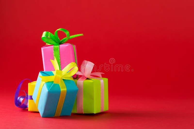 Vielzahl von Farbgeschenkboxen lizenzfreies stockfoto