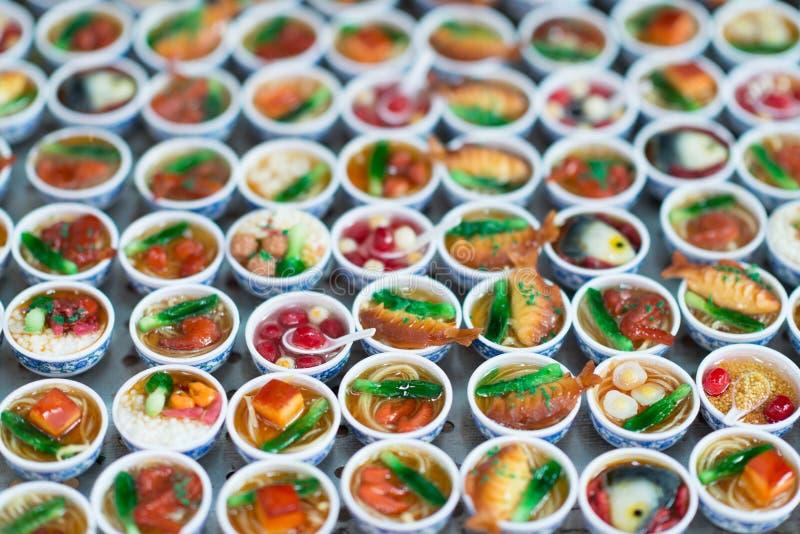 Vielzahl von traditionellen chinesischen Nahrungmagneten Bunte chinesische Andenken und Magnet stockfoto