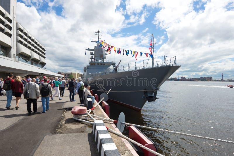 Vielzweckpatrouillenschiff ` Stoykiy-` nimmt an der jährlichen internationalen Seeverteidigungsshow teil stockfotos