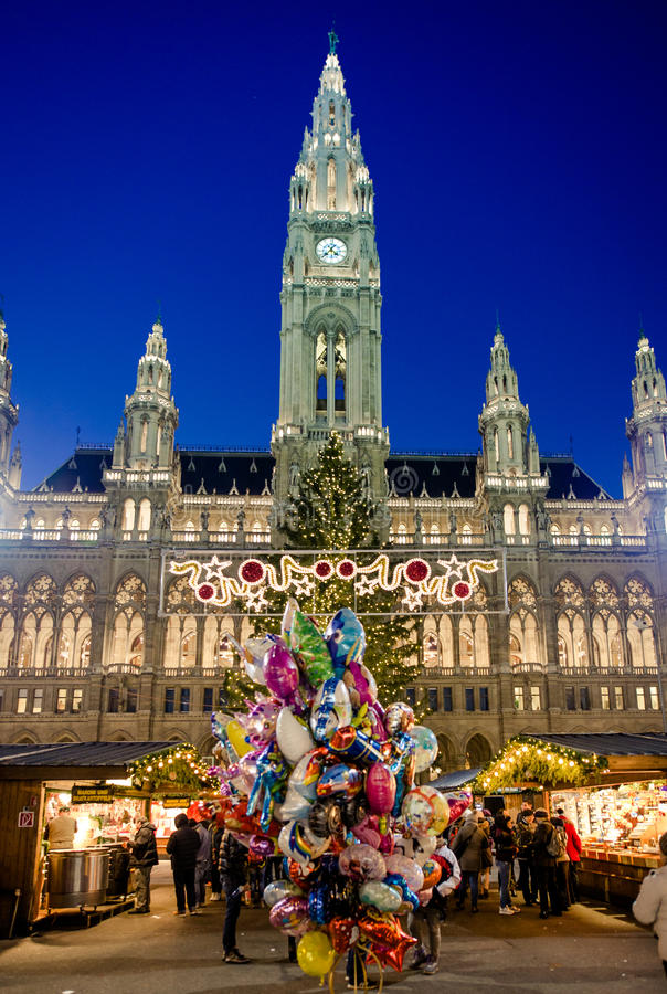 VIENA, ÁUSTRIA - 6 DE DEZEMBRO DE 2016: O Natal tradicional março foto de stock royalty free