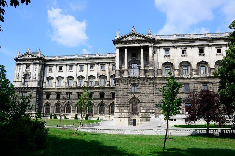 Viena, Áustria - 15 de julho de 2013: Jardim de Burggarten Viena & casa de palma imagem de stock