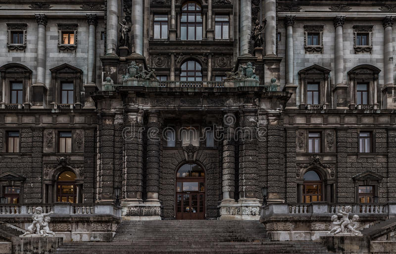 VIENA, ÁUSTRIA - 6 DE OUTUBRO DE 2016: Entrada do Burg de Neue, museu Wien de Kunsthistorisches Museu de Art History em Viena, Áu fotos de stock royalty free