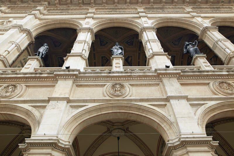 Viena, Austria - 15 de abril de 2018: Teatro de la ópera del estado de Viena imagenes de archivo