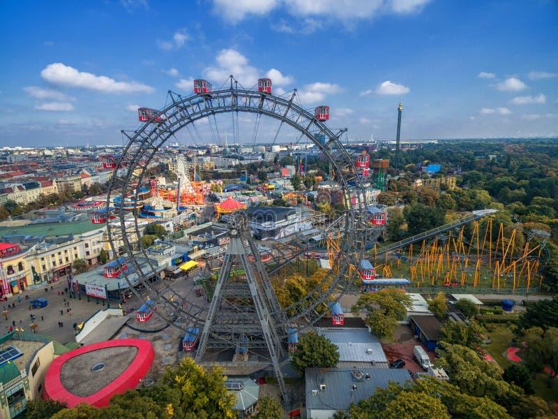 VIENA, AUSTRIA - 7 DE OCTUBRE DE 2016: Ferris Wheel gigante La salchicha de Frankfurt Riesenrad era la noria extant más alta del  imagenes de archivo