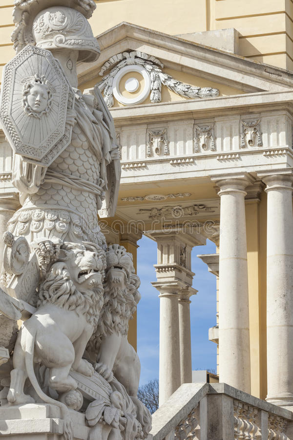 VIENA, AUSTRIA, E U - JUNE05, 2016: Palacio de Schonbrunn Sculptu imágenes de archivo libres de regalías