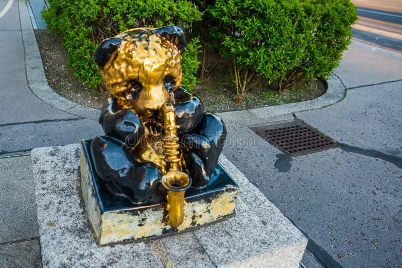 Viena Austria: Escultura de una panda que toca un saxofón fotografía de archivo libre de regalías