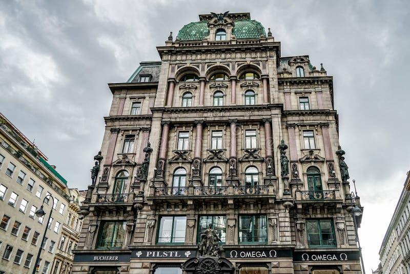 VIENA, AUSTRIA/EUROPE - 22 DE SEPTIEMBRE: Edificio adornado en Vienn imagen de archivo libre de regalías