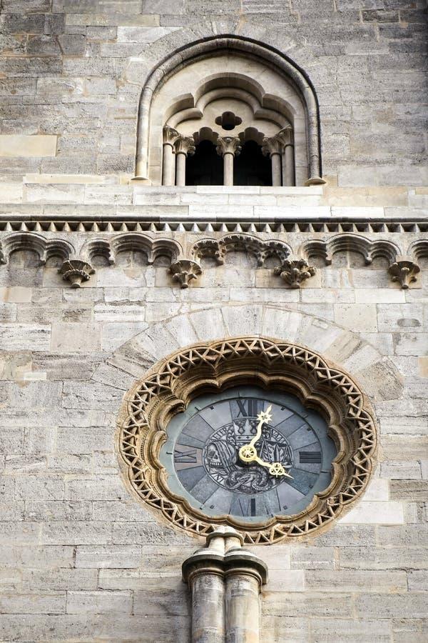 VIENA, AUSTRIA/EUROPE - 22 DE SEPTIEMBRE: Reloj en el gato del St Stephans imagenes de archivo