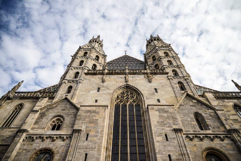 VIENA, AUSTRIA/EUROPE - 22 DE SEPTIEMBRE: Vista de la catedral del St Stephans imagen de archivo libre de regalías
