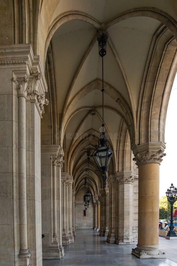Viena, Austria septiembre de 2018 Columnata exterior de los detalles del ayuntamiento del ayuntamiento de Viena imagen de archivo libre de regalías