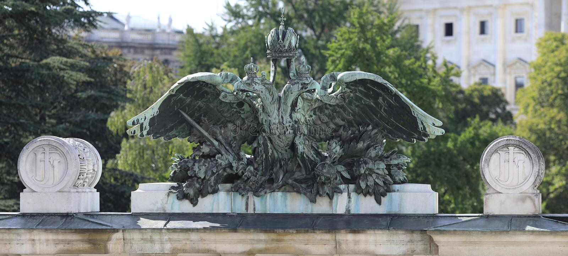 Viena: El águila austríaca y húngara del doble de la monarquía foto de archivo