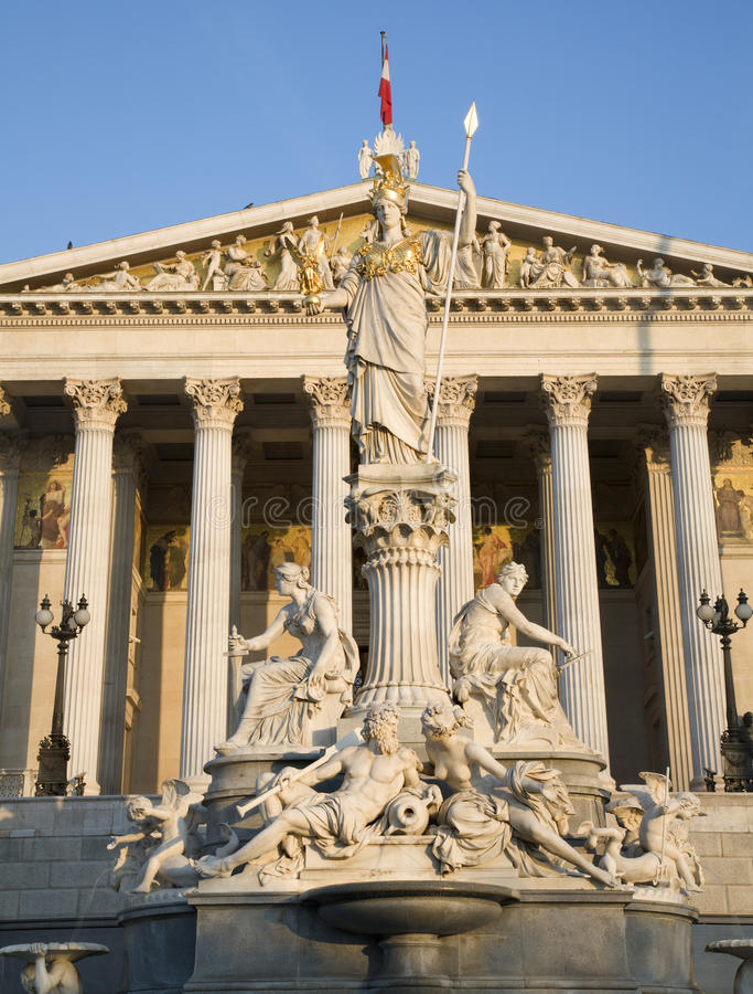 Viena - fonte e parlamento de Pallas Athena fotografia de stock