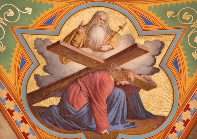 Viena - fresco de Jesus sob corss e do deus o pai. do centavo 19. na igreja de Altlerchenfelder imagem de stock